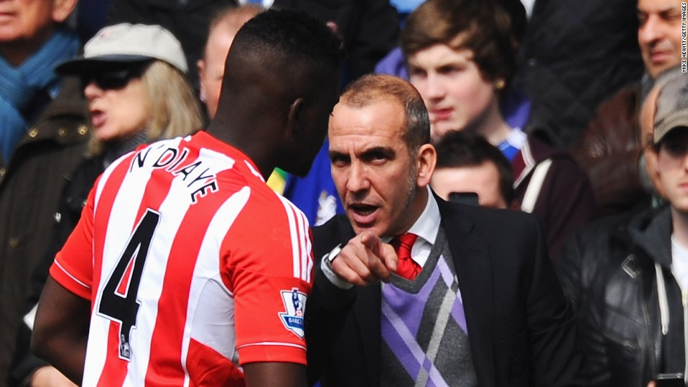 New Sunderland manager Paolo Di Canio talks to Alfred N'Diaye before the kickoff against Chelsea.