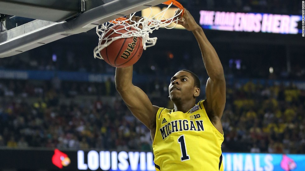 Glenn Robinson III of Michigan dunks in the first half.