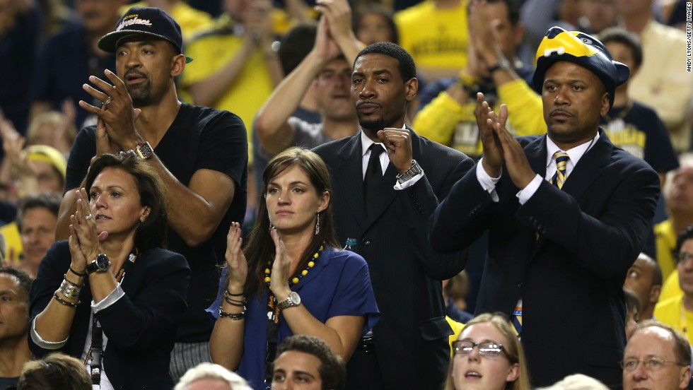 From left: Former Michigan players Juwan Howard, Jimmy King and Jalen Rose cheer for Michigan in the first half.
