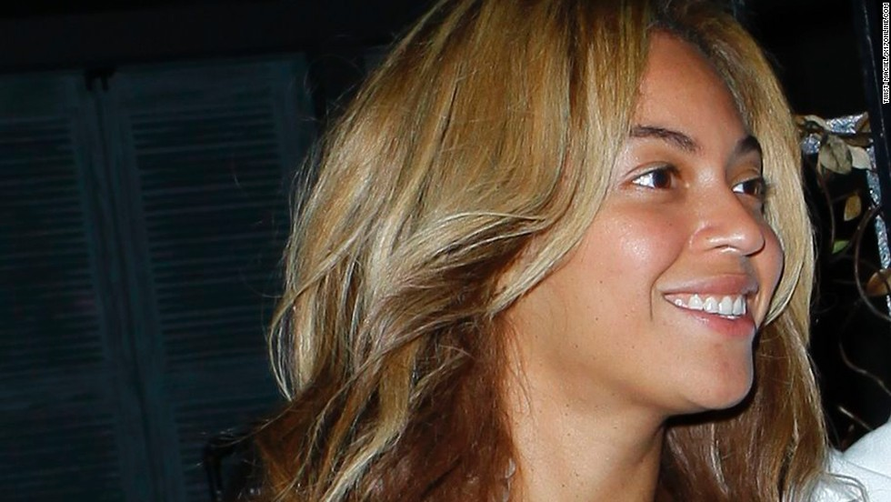 Beyonce Knowles shows off her natural beauty while dining in Beverly Hills on February 8.