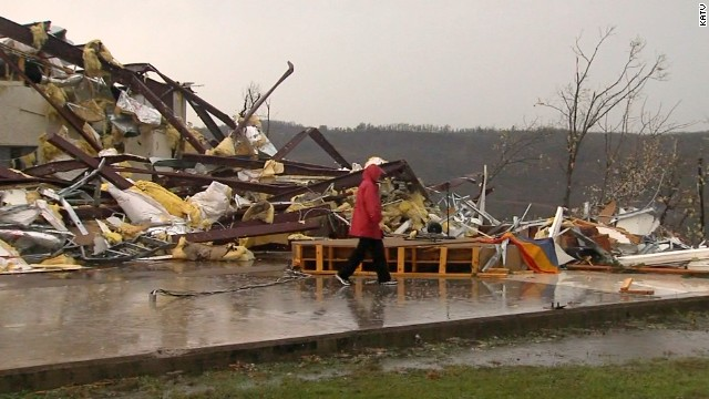 Twisters tear through Arkansas, Missouri