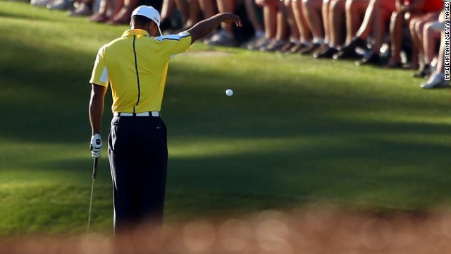Bad ball drop costs Woods 2 strokes