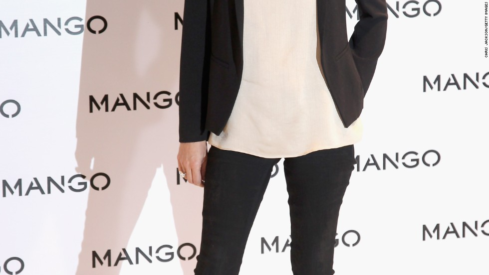 Kate Moss' top is long and loose enough to make her leggings work, and she's dressed them up with a black blazer.