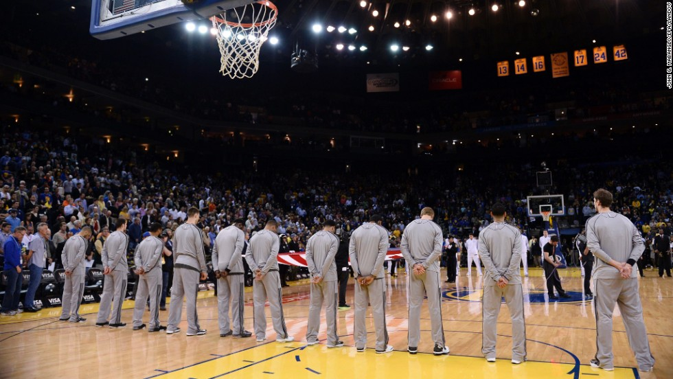 Players and fans observe a moment of silence before an NBA game in Oakland, California, on Aprl 15, 2013.