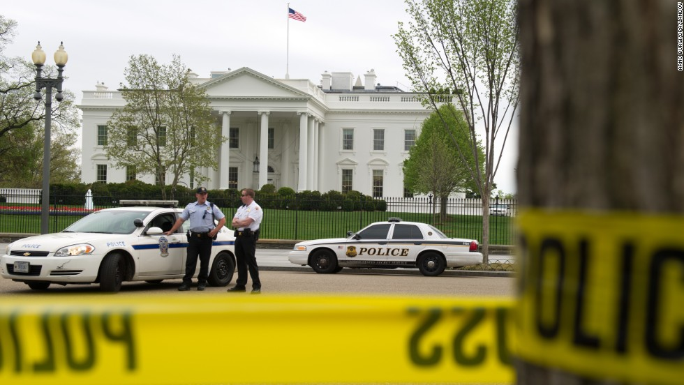 Police officers stand in front of the White House on Monday after the Secret Service heightened security.