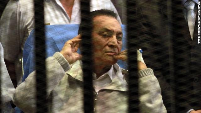 Mubarak retrial starts, then stops again