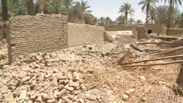 Pakistani quake survivors living in ruins
