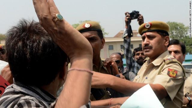 Protesters confront police in New Delhi