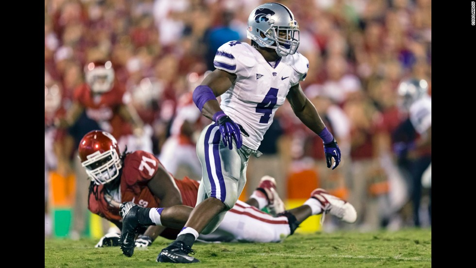 Kansas State linebacker Arthur Brown plays against the Oklahoma Sooners at Gaylord Family-Oklahoma Memorial Stadium in Norman, Oklahoma, on September 22, 2012.