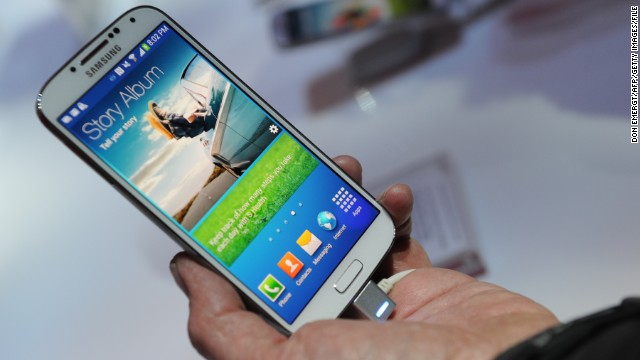 Consumer Reports gave top marks to Samsung's Galaxy S4 phone.