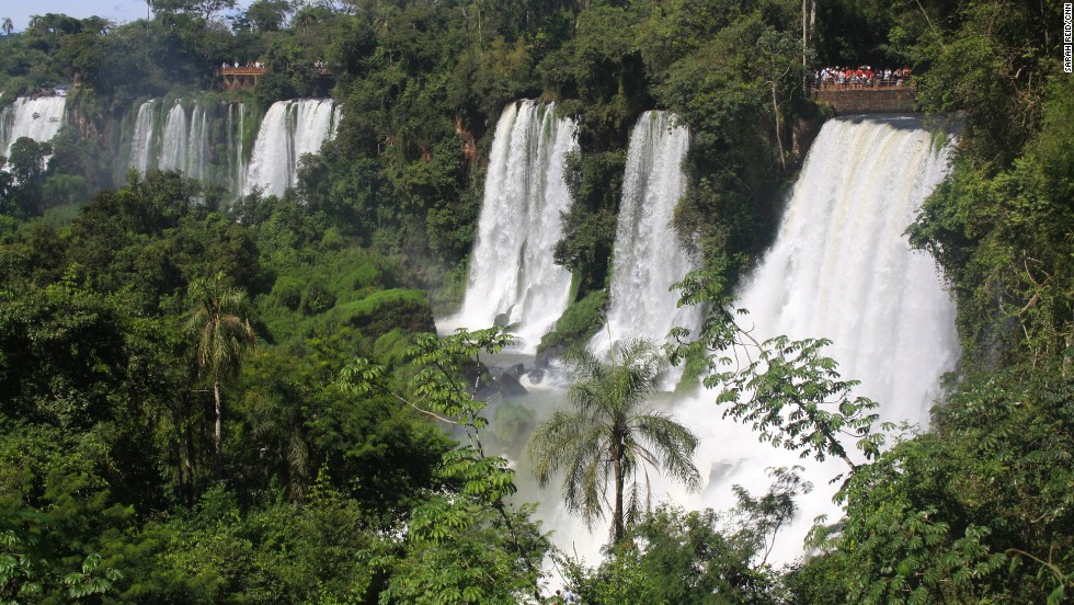 The spectacular semicircular waterfall that forms the border of Argentina and Brazil spans almost 300 meters in diameter and up to 80 meters in height. It's home to wildlife from neon-winged butterflies to sly caiman to elusive jaguar.