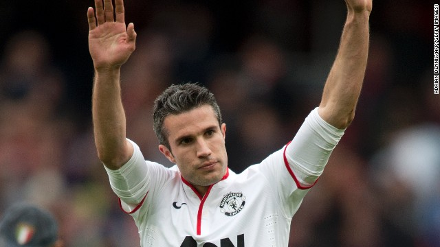 Robin van Persie was on target from the penalty spot as Manchester United drew 1-1 at  Arsenal.