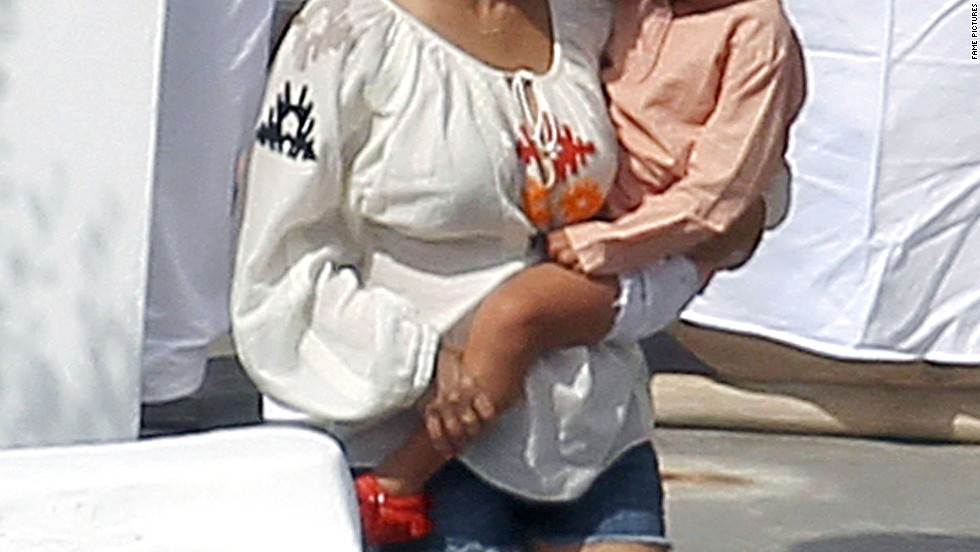 Kourtney Kardashian vacations in Greece.