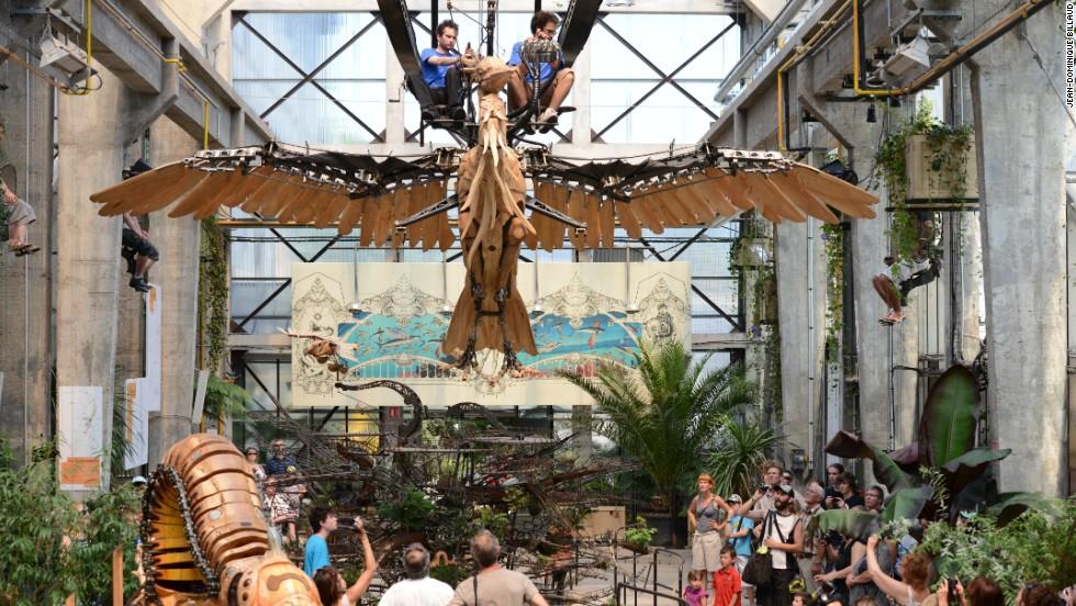 giant mechanical animals stalk french theme park. Black Bedroom Furniture Sets. Home Design Ideas