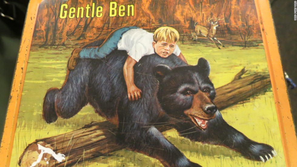 "The crew members stumble upon a 1968 ""Gentle Ben"" lunchbox during their Canadian travels."