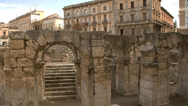 The best way to discover Lecce is to walk the narrow alleys.