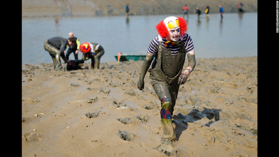 A participant dressed as a clown approaches the finish line.
