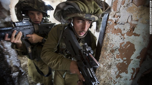 Israeli infantry soldiers of the Golani brigade take part in exercises in the Israeli annexed Golan Heights, on May 6, 2013.