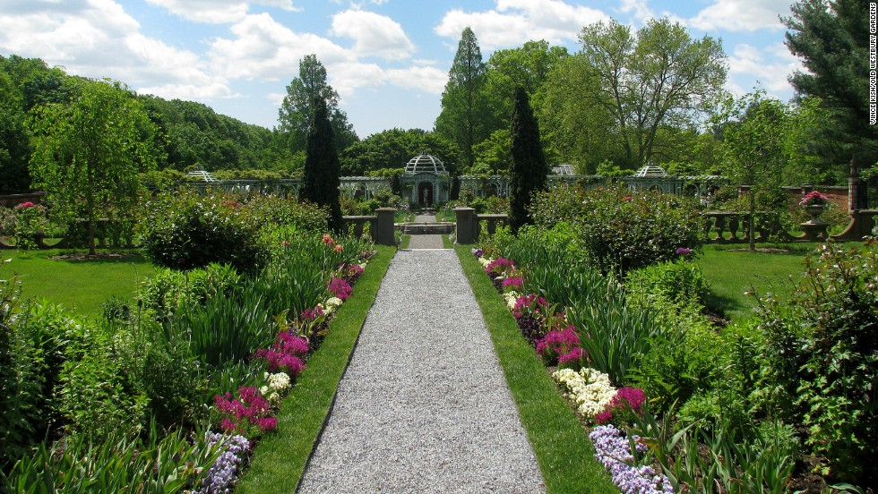 "The house sits amid 200 acres of formal gardens, woodlands, lakes and ponds. <a href=""http://www.oldwestburygardens.org/plan_general_info.htm"" target=""_blank"">Guided tours are offered</a>, and the estate hosts special events, including concerts and school programs."