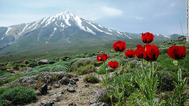 At 5,671 meters (18,605 feet), Mount Damavand is one of the planet's great trekking peaks.