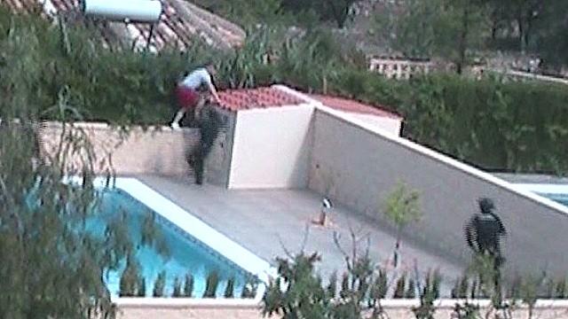 Sneaking cops arrest fugitive at pool
