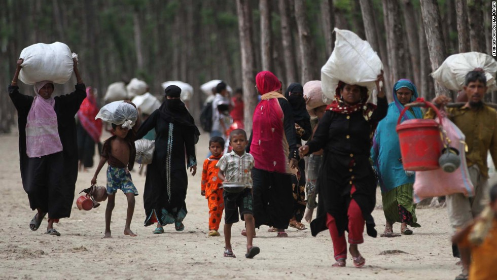 Bangladeshi evacuees head toward shelters on May 15 in Cox's Bazar.