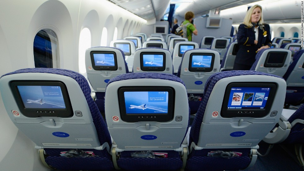 The use of composite materials on the Dreamliner makes larger window cutouts possible. Composites have replaced aluminum as the predominant material in the 787. The 777 is made up of 50% aluminum and 12% composites, compared with the Dreamliner's nearly 50% makeup of composites and just 20% aluminum.