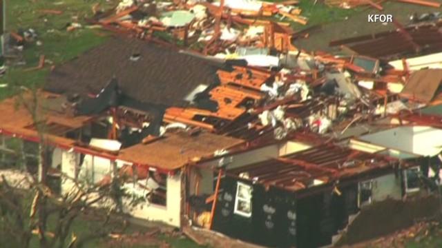 Tornado hits Oklahoma school