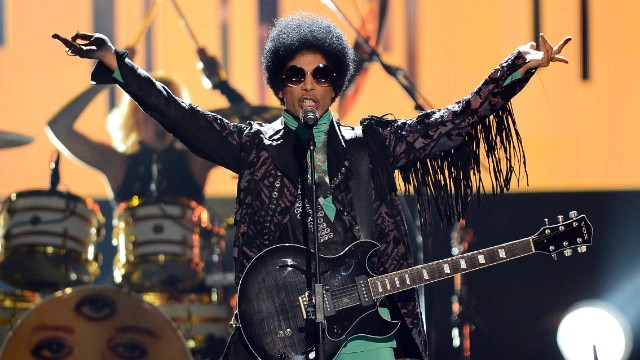 Prince rocks the Billboard Awards