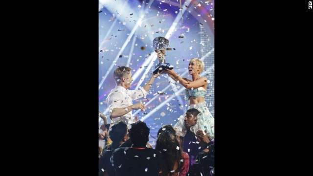 "As much as fans seemed to love winners Derek Hough and Kellie Pickler, ratings were down for ""Dancing with the Stars."""