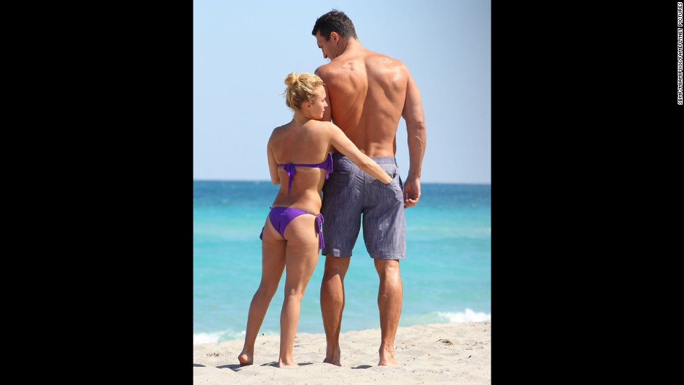 """""""Nashville"""" actress Hayden Panettiere and<a href=""""http://www.eonline.com/news/420606/hayden-panettiere-engaged-no-ring-she-says"""" target=""""_blank""""> her rumored fiance</a>, Wladimir Klitschko, enjoyed some time together on the beach with friends in Hollywood, Florida, in March 2013."""