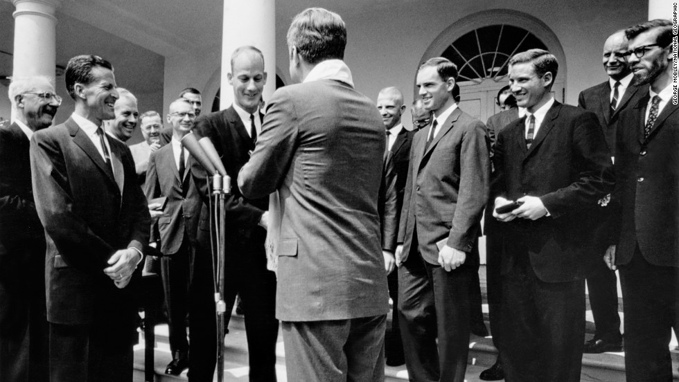 President John F. Kennedy awards Jim Whittaker the Hubbard Medal.