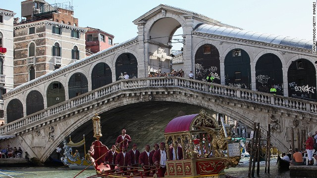 Restoration is another way to advertise. Diesel will place billboards over 30% of the Rialto Bridge during restoration.