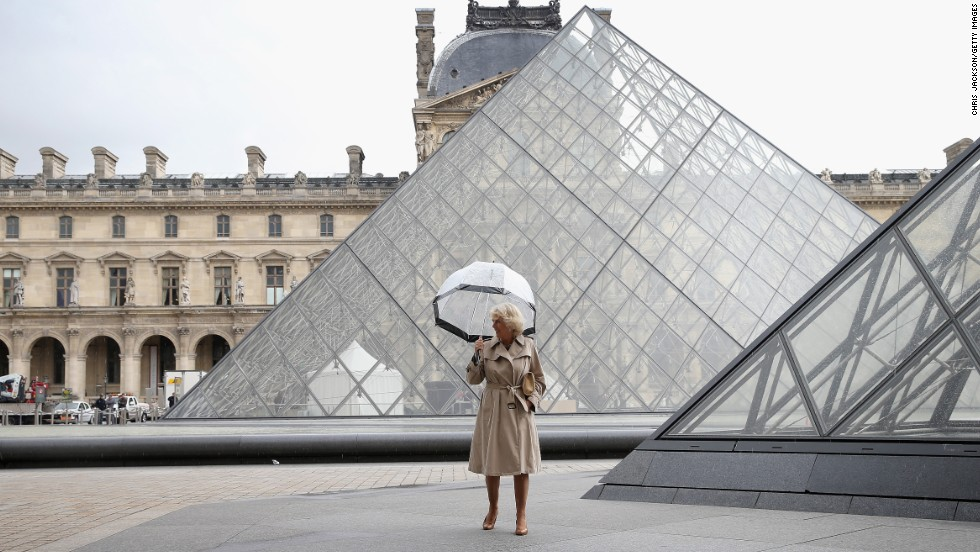 Camilla arrives at the Louvre Museum on May 28, 2013.
