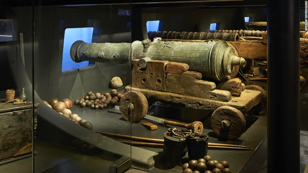 The Mary Rose carried numerous muzzle-loading bronze guns that were capable of shooting cast iron shot at 504 meters per second at long range. According to eyewitness accounts, these guns had just been fired when the ship sank.