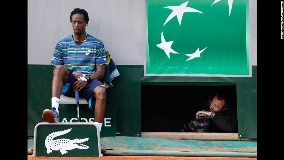 Monfils reacts after losing to Robredo on May 31.