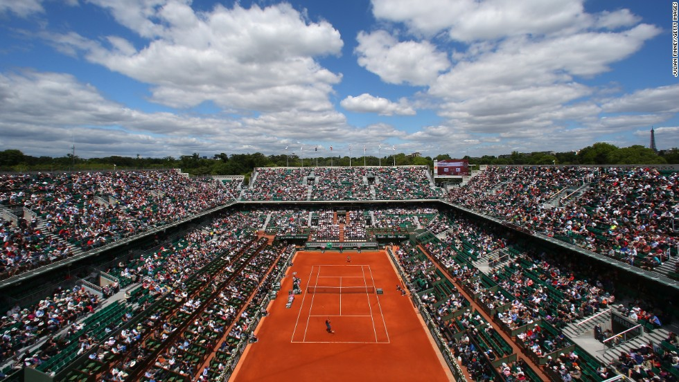 The crowd watches Williams and Vinci play on June 2.
