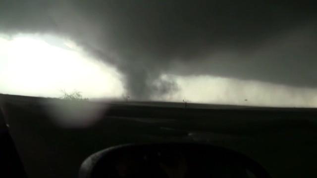 Watch how a tornado develops
