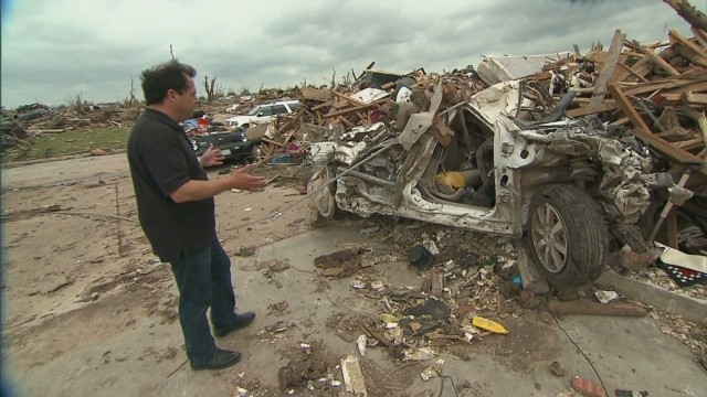 2013: Tornado left vast amounts of debris