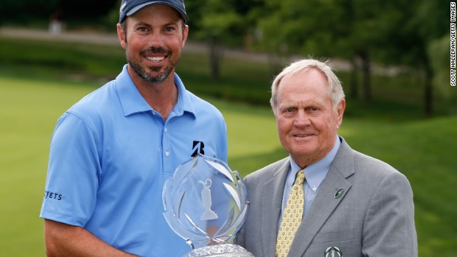 Matt Kuchar poses with the winner's trophy and Memorial Tournament host Jack Nicklaus at Muirfield Village.