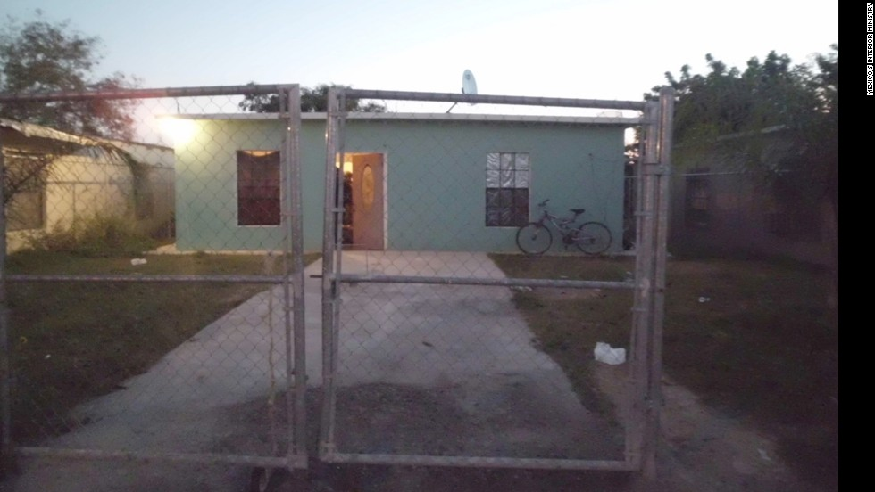Mexican authorities say they've rescued 165 migrants who were apparently kidnapped as they tried to cross into the United States. The victims were held in this house in the northeastern border state of Tamaulipas, Mexico, according to Mexico's Interior Ministry.