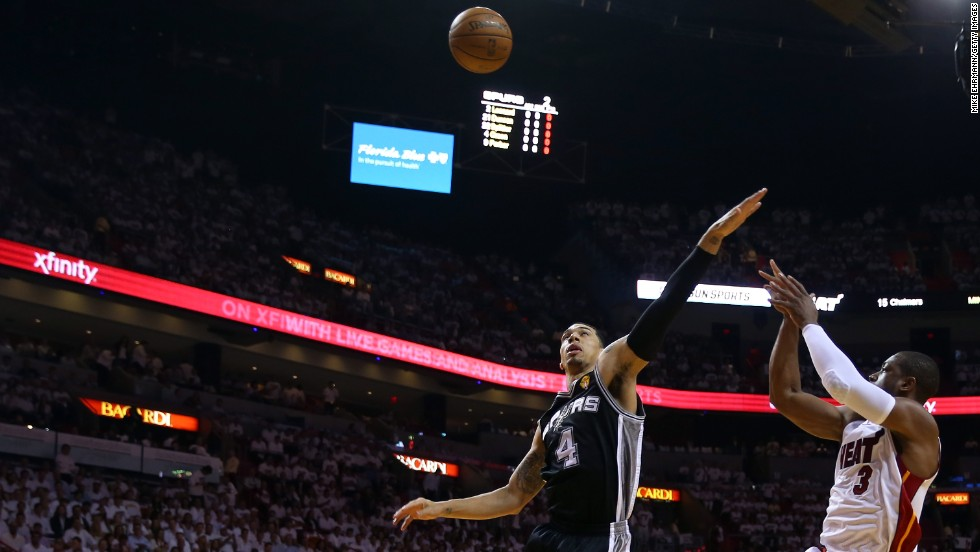 Dwyane Wade of Miami shoots over San Antonio's Danny Green.