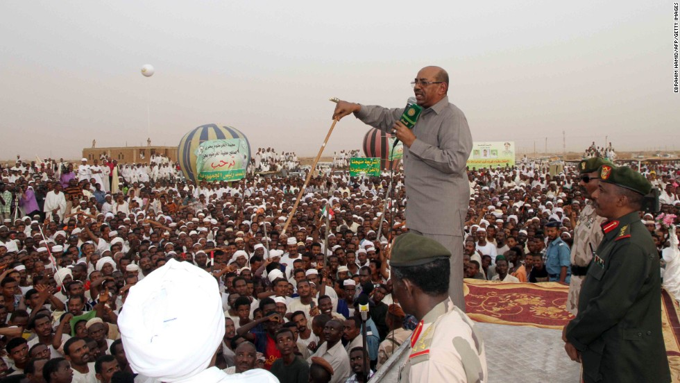 Sudanese President Omar al-Bashir speaks to a crowd of people in north Khartoum, on June 8, 2013. Bashir ordered a halt to the flow of oil from South Sudan, less than two months after southern crude began moving again.