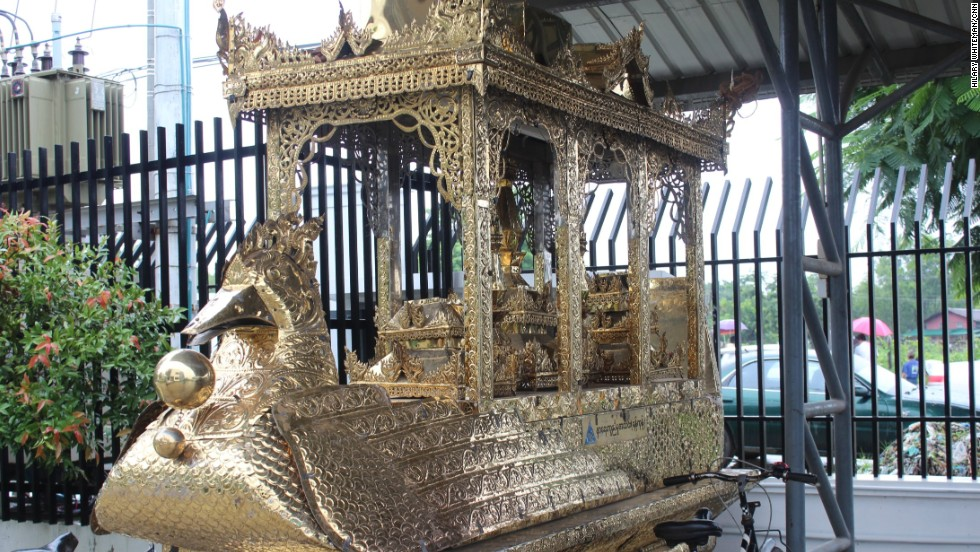 The society caters for all religions and offers the use of gilded karawait phaung taw for revered monks.