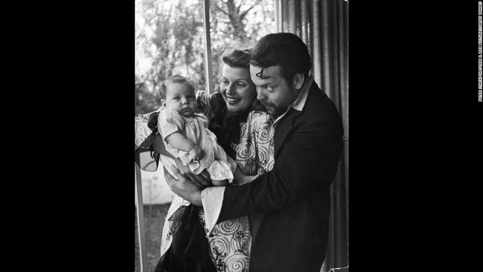 Orson Wells, Rita Hayworth and daughter Rebecca, 1945.