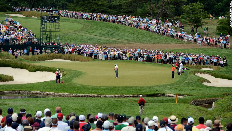 Woods misses a putt for birdie on the ninth hole on June 14.