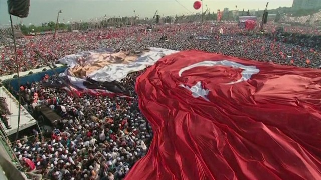 Erdogan supporters turn out for rally