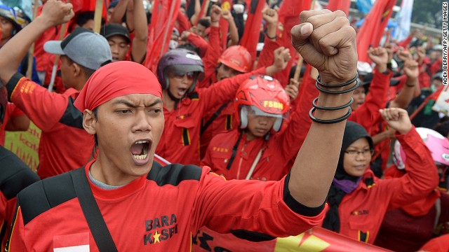 Indonesian demonstrators rally outside outside parliament in Jakarta on June 17, 2013.