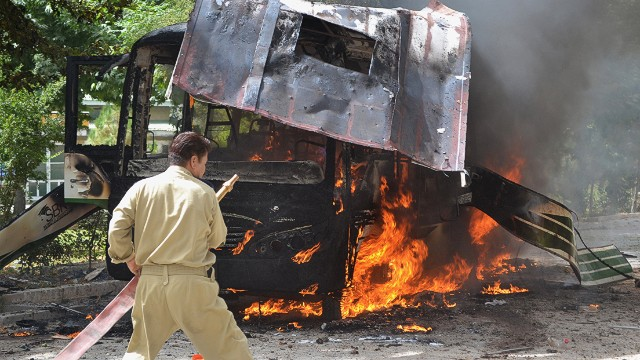 12 women killed in Pakistan bus bombing