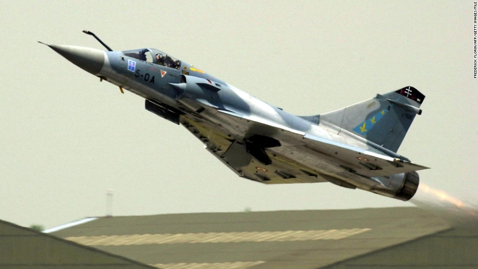 A French fighter jet Mirage 2000 takes off at Le Bourget's runaway area on June 20, 2001 at the 44th Paris Airshow.